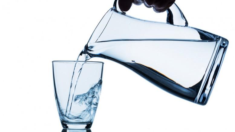Eva solo glas og kande med vand