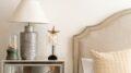 Hyggeligt soveværelse i hvide farver