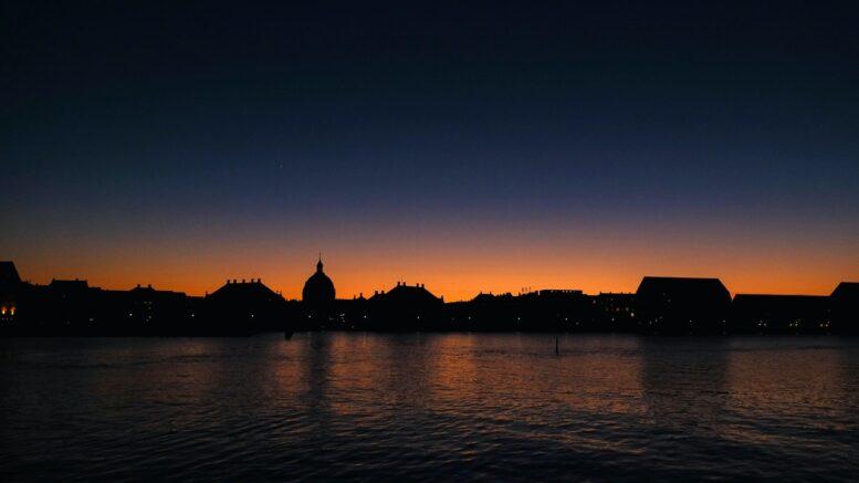 Københavns tage i solnedgang